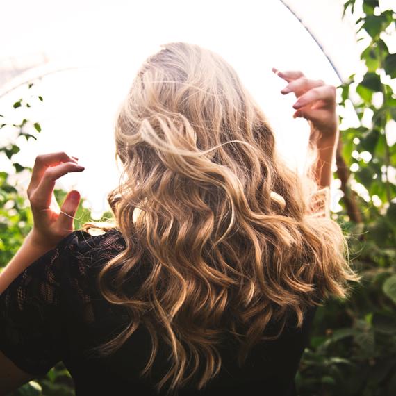 balsamo-per-capelli-biondi-e-fini